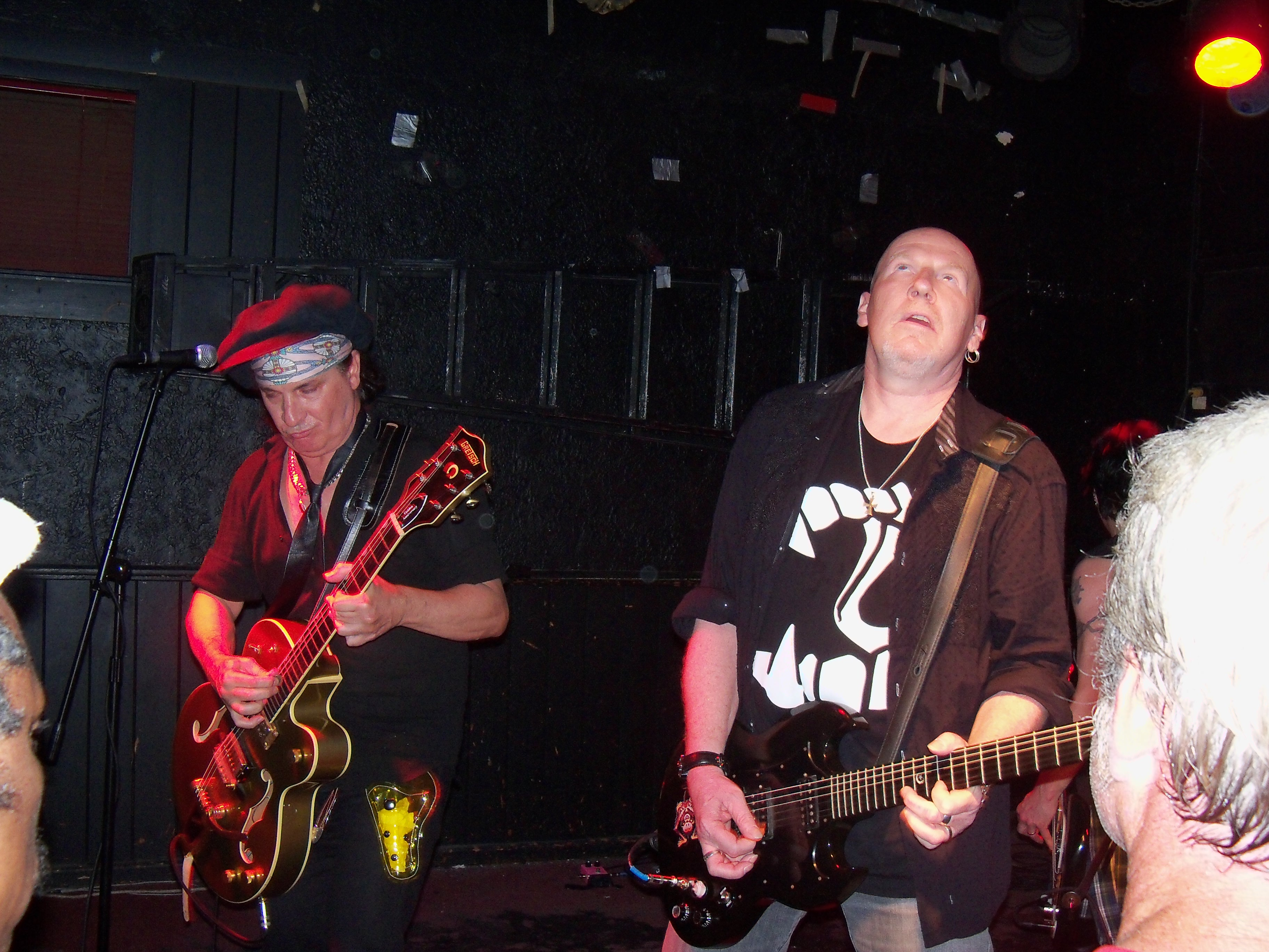 Punk Royalty Sylvain Sylvain and Cheetah Chrome Rock Brighton Bar (7/24/10)  | Speak Into My Good Eye